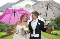 Rainy Wedding, On Your Wedding Day, Summer Wedding, Got Married, Getting Married, Colorful Umbrellas, Unique Weddings, Wedding Ideas, Couples