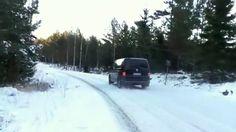 VW Winter und Schnee: Transporter mit Spikes (Winterreifen) in Skandi. Vw Bus T5, Transporter, Spikes, Scandinavian, Camper, Snow, Outdoor, Image, Winter Tyres