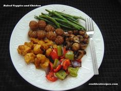 Baked Veggies and Chicken, is the most amazing plating food for lunch or dinner and it is also a healthy and tasty food recipe. Good Food, Yummy Food, Food Plating, Kung Pao Chicken, Lunch Recipes, Green Beans, Tasty, Cook, Baking