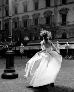 Running to Florence 🇮🇹 with my heart open to see, photograph 📸, reconnect with people I love and to learn!! Mamma's going home (well to one of my homes) and is doing a happy runaway dance. See you in Italy!! ps.. Much eating will be happening #florence #heartland #betheauthenticyou #cantwait #iloveitaly #weddingfashion