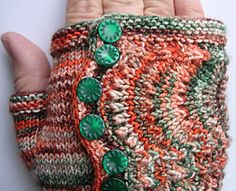 I can totally figure out how to do this with crochet. Fingerless Gloves Knitted, Crochet Gloves, Knit Mittens, Knit Or Crochet, Loom Knitting, Knitting Patterns Free, Free Knitting, Crochet Patterns, Free Pattern