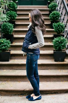 Winter Color Crush: Navy what a cute outfit. I like the vest and sweater with the jeans. Oufits Casual, Casual Outfits, Cute Outfits, Fashion Outfits, Girly Outfits, Fashion Clothes, Womens Fashion, Fashion Edgy, Fashion Trends