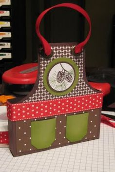 I used this apron box to inspire my apron boxes - thank you Ellen Kemper!