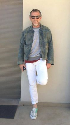#alessandrosquarzi Style Casual, Men Casual, Mature Mens Fashion, White Pants Outfit, Style Masculin, White Denim Jeans, La Mode Masculine, Sharp Dressed Man, Weekend Wear