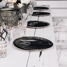Absolute table perfection by @the_lane 🌙 #tablescape #moroccantablescape #minimalist #wedding #weddinginspo #kitchendecor #moroccanhomewares