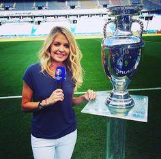 Carine Galli, La présentatrice de la finale Euro 2016 sur M6, porte un T-Shirt Swarovski pour Majestic Filatures