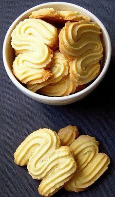 Sprint Z tz - biscuit viennois Spritz Biscuit, Biscuit Cookies, Biscuit Recipe, Gourmet Recipes, Sweet Recipes, Cookie Recipes, Dessert Recipes, Desserts With Biscuits, Arabic Sweets