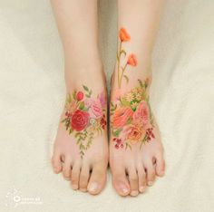Silo tattoos at Aro Tattoo in Korea, and creates flowers in an exceptionally beautiful style.   With no outlines or black, these tattoos appear as paintings on the skin - watercolour tattoos in the true sense of the word.