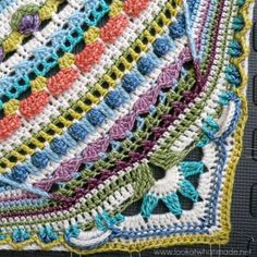 https://www.pinterest.com/sammyzoey0078/crochetsophies-universe/  Sophie's Universe CAL 2015 Lookatwhatimade