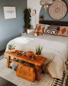 57 Bohemian Bedrooms That'll Make You Want to Redecorate ASAP Bohemian bedroom decor has become one of the most. Bohemian Bedroom Decor, Home Decor Bedroom, Modern Bedroom, Bohemian Style Bedrooms, Bedroom Ideas, Moroccan Bedroom Decor, Orange Bedroom Decor, Bohemian Decorating, Bedroom Artwork