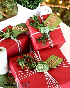 #Christmas gift #wrapping ideas ToniK ⓦⓡⓐⓟ ⓘⓣ ⓤⓟ DIY #crafts  red with greenery www.findinghomeonline.com/gift-wrap-ideas-buttons-amp-boxwood/