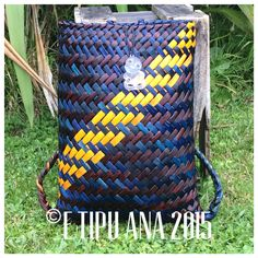 Hand woven by julz and em @ E Tipu Ana out of New Zealand harakeke (flax) Flax Weaving, Basket Weaving, Hand Weaving, Woven Baskets, Maori Designs, Bamboo Crafts, Kite, New Zealand, Backpack