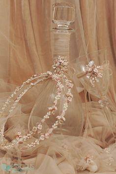 Μπομπονιέρες γάμου | Προσκλητήρια βάπτισης Wedding Crafts, Wedding Decorations, Wedding Motiff, Greek Wedding Traditions, Orthodox Wedding, Wedding Glasses, Crystal Wedding, Wedding Hair Accessories, Handmade Wedding