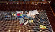 Home Library design -- A Reading Net! Kids Library, Library Design, Library Room, Dream Library, Library Ideas, Magazine Deco, Design Magazine, Boutique Deco, Cargo Net