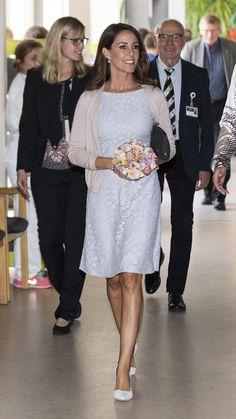 Marie de Dinamarca escogió para la ocasión un vestido lila, que combinó con una…
