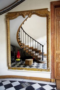 Before you hang a mirror make sure you love the reflection!  This is perfect placement.