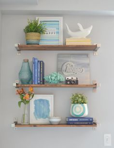 We're giving you all of our tips & tricks to get your place looking good! Here's how to style shelves.