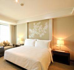 Em dúvida sobre qual a melhor forma de decorar seu quarto? 10 ideias que você pode aproveitar para deixar o cantinho do casal ainda mais especial! O q...