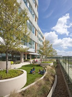 Image 23 of 28 from gallery of Nemours Children's Hospital / Stanley Beaman & Sears + Perkins and Will. Photograph by Jonathan Hillyer Healthcare Architecture, Healthcare Design, Landscape Architecture, Architecture Design, Concept Architecture, Landscape Plane, Urban Landscape, Landscape Design, Biophilic Architecture