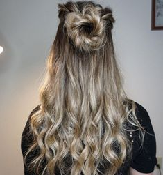 #hair #hairstyle #style #styles #fashion #art #braids #frenchbraids #cornrows #hairbyorit #waves #beachwaves #curls #livedinhair #blonde #blondehair #blondehairdontcare #fishtail #fishtailbraid #blowout @hairbyorit