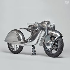 Craig Rodsmith channels the mysterious 1935 Killinger und Freund motorcycle, with a front wheel drive motorcycle destined for the Haas Moto Museum. Vintage Motorcycles, Custom Motorcycles, Cars And Motorcycles, Custom Bikes, Concept Motorcycles, Vintage Bikes, Motor Radial, Art Moto, English Wheel