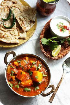 Bombay Potato/Bombay Bataka ~ Potatoes cooked in a hot, sweet and sour tomato and tamarind gravy (No onion-no garlic recipe)  Recipe ~ http://www.monsoonspice.com/2013/05/bombay-potatoes-or-bombay-bataka-recipe.html