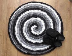 Crochet rug pattern, Black, White and Gray Spiral Crocheted Rug, Round T-shirt yarn rug, swirl pattern crochet rug, PDF US terms by BlageCrochetDesign on Etsy https://www.etsy.com/listing/251282727/crochet-rug-pattern-black-white-and-gray