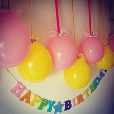 女性で、3DKのリビング/誕生日飾り付け/風船/百均/子供と暮らす。/バースデーガーランド…などについてのインテリア実例を紹介。「100均のバルーンとリボンで、お誕生日の飾り付け!」(この写真は 2015-08-24 22:25:16 に共有されました)