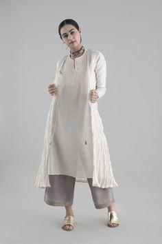 SUMMER SUBLIME Jia features patterns of zari, dabka and mukaish embroidery on delicate fabrics like chanderi, cotton silk and sadka net. Pakistani Dresses, Indian Dresses, Indian Outfits, Indian Attire, Indian Wear, Indian Style, Ethnic Fashion, Indian Fashion, Modele Hijab