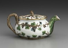 Russian porcelain teapot, circa 1830, made at Popov Manufactory, Moscow