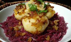 Cibuli oloupeme a nakrájíme na drobno. Na sádle ji osmažíme do světlé barvy. Přidáme maso, koření a osmažíme. Necháme vychladnout.Brambory... Potato For Skin, Czech Recipes, Ethnic Recipes, Benefits Of Potatoes, Mince Dishes, Minced Meat Recipe, Potato Juice, Mince Recipes, Different Recipes