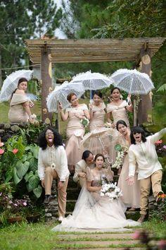 Modern filipiniana gown Hochzeitskleid 2018 Philippinen super Ideen Flowers moss and salt and pe Modern Filipiniana Gown, Filipiniana Wedding Theme, Wedding Entourage Gowns, Wedding Gowns, Formal Wedding, Barong Wedding, Filipino Wedding Traditions, Gowns Of Elegance, Invitation