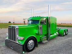 "Diesel_And_Trucks on Instagram: ""#Peterbilt389 #FlatTop #FashionTruck #CustomTruck #HeavyTruck #HeavyTruckPhotos #FullChromeTrucks #Trucking #TruckingLife #Trucklovers…"" Custom Peterbilt, Peterbilt 389, Peterbilt Trucks, Big Rig Trucks, Semi Trucks, Cool Trucks, Custom Big Rigs, Custom Trucks, Diesel"