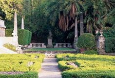 traditional features of an Italian garden including water displays, sculptured grass beds, classical statuary, decorative balustrades, topiary-style trees and shrubs. Florida