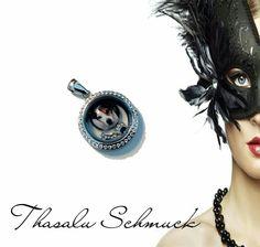 Floating / Medallion mit Fotoglaseinfassung und Charms zu finden bei Thasalu Schmuck bei Facebook