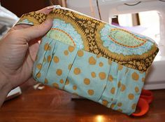 "step-by-step is sparse, but if you know how to make a simple ""clutch"" w/ handle, this is a sweet little twist on the basic"
