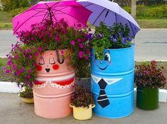 creative recycling ideas for your garden ~ art craft projects Diy Planters, Flower Planters, Flower Pots, Planter Ideas, Yard Art, 55 Gallon Drum, Metal Barrel, Pot Jardin, Unusual Flowers