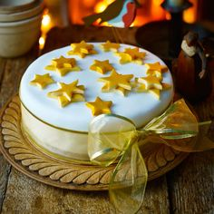 To help you pick the most unique and interesting cake icing, BeOnTrack has come up with a small listicle of best Christmas cake ideas. Christmas Cake Designs, Christmas Cake Decorations, Christmas Cakes, Best Christmas Pudding Recipe, Novelty Birthday Cakes, Cake Decorating Techniques, Decorating Ideas, Cake Icing, Christmas Breakfast