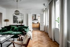 〚 Green velvet sofa and large library: apartment in Stockholm sqm) 〛 ◾ Photos ◾Ideas◾ Design Green Sofa Inspiration, Living Room Decor Inspiration, Boho Living Room, Living Room Interior, Home And Living, Green Velvet Sofa, Best Leather Sofa, Large Sofa, Green Rooms