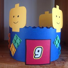 LEGO kroon Lego Hat, Diy For Kids, Crafts For Kids, Van Lego, Lego Birthday Party, Crazy Hats, Classroom Themes, Creations, School