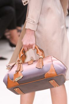 Trend Alert! Ombré Color Hand Bag  Burberry Prorsum @Burberry Spring Summer 2013. #LFW  #FashionWeek