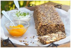 Ein Life Changing Bread besteht nur aus gesunden Zutaten und ist dazu noch vegan, glutenfrei und ohne Hefe. Lecker, sättigend und gesund.