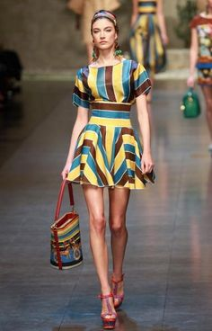 Dolce & Gabbana Latin American inspired S/S 2013 collection Dolce And Gabbana 2016, Fashion Beauty, Womens Fashion, Playing Dress Up, African Fashion, Dress Skirt, Two Piece Skirt Set, Spring Summer, Style Inspiration
