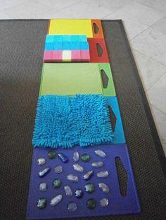Parcours moteur sensoriel #motricité Bonne idée d'utiliser des planches à…