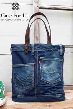 A perfect no waste alternative. Denim Tote Bags, Diy Tote Bag, Diy Bags Jeans, Denim Bags From Jeans, Denim Bag Patterns, Blue Jean Purses, Reversible Tote Bag, Denim Crafts, Recycled Denim