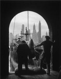 Unloading coffee at Brooklyn Bridge, view of Manhattan, 1949