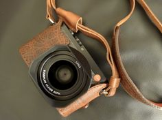 LEICA Q carbon edition + Angelo Pelle foxy brown case