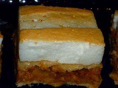 Prajitura cu mere, biscuiti si bezea Biscuit, Banana Bread, Desserts, Recipes, Food, Decor, Tailgate Desserts, Deserts, Decoration