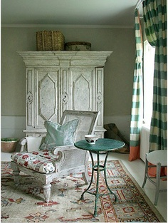 MAISON DECOR: Anna Wintour's home: fabulous Long Island hideaway fit for a Vogue editor Shabby Chic Furniture, Painted Furniture, Painted Armoire, Distressed Furniture, Unique Furniture, Furniture Ideas, Buffalo Check Curtains, Little Green Notebook, Vogue Living