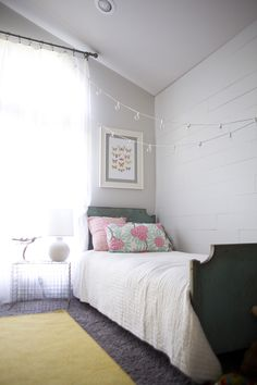 Love this look for a kid's room or guest room!